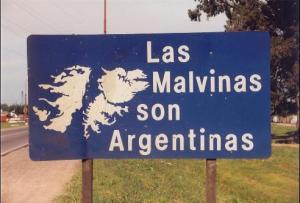 roadsign_in_malvinas-492