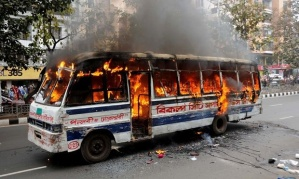 Bus-on-fire-in-Dhaka-012